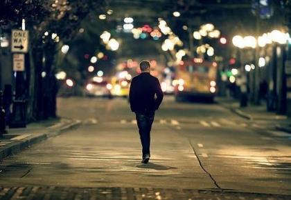 在生死临界点的时候,你会发现,任何的加班(长期熬夜等于慢性自杀),给自己太多的压力,买房买车的需求,这些都是浮云。如果有时间,好好陪陪你的孩子,把买车的钱给父母亲买双鞋,不要拼命去换什么大房子,和相爱的人在一起,蜗居也幸福,健康不只是为自己,为了家人好好珍惜自己!.jpg